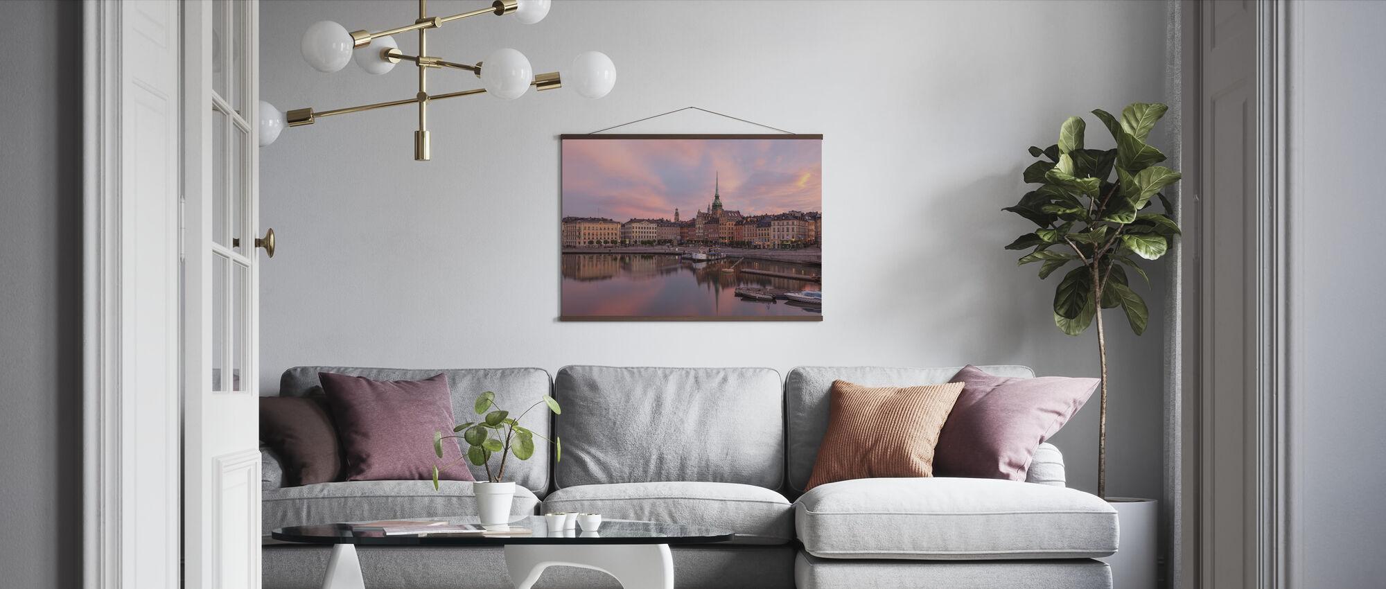 Byen mellom broene - Plakat - Stue