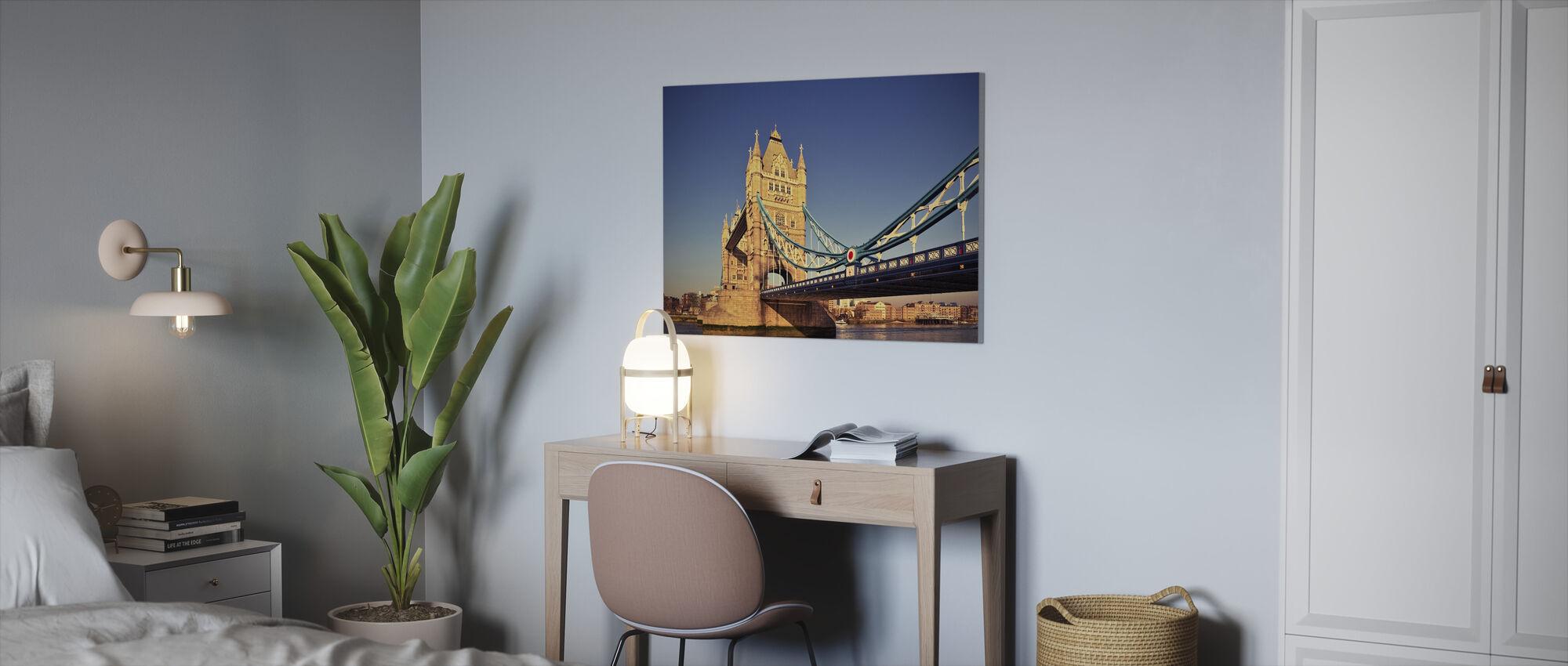 Tårnbro i solskinn - Lerretsbilde - Kontor