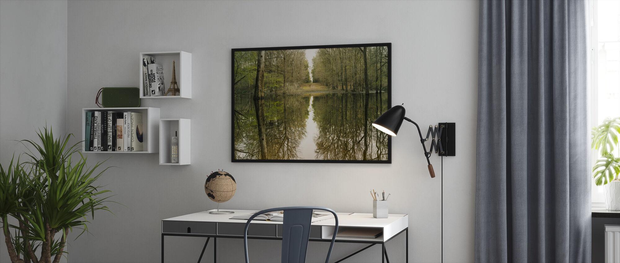 Suwanne heijastus panoraama - Kehystetty kuva - Toimisto
