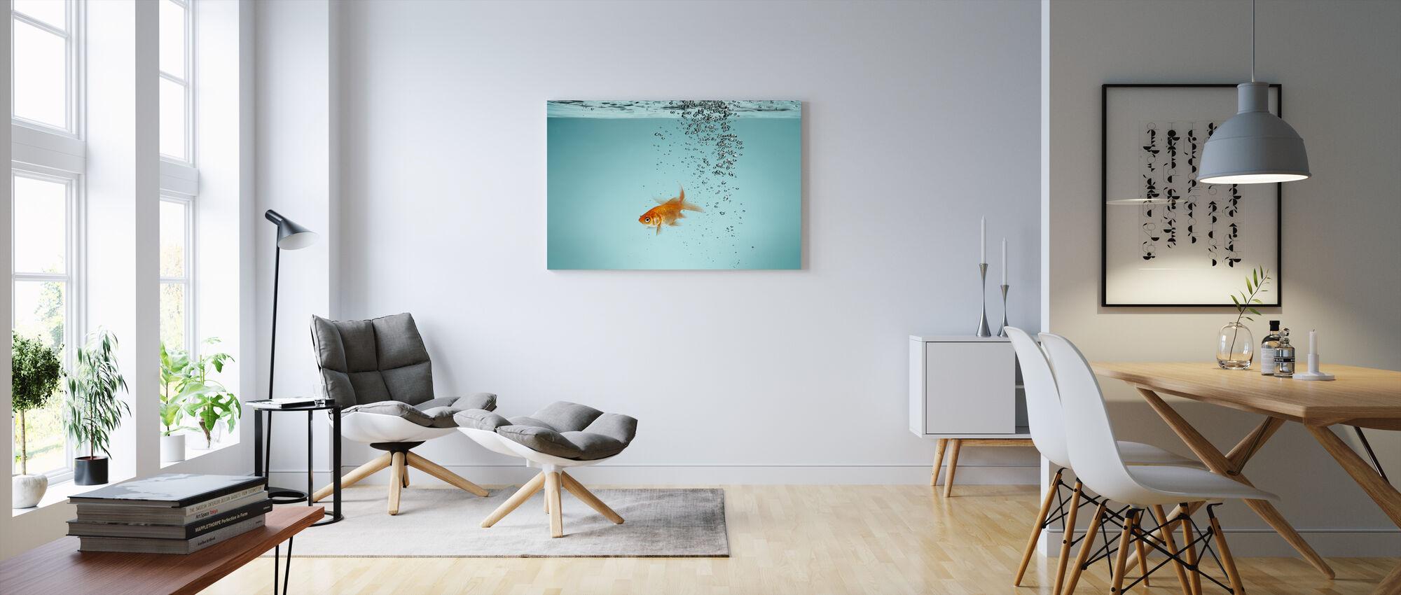 Ensamma Guldfisk - Canvastavla - Vardagsrum