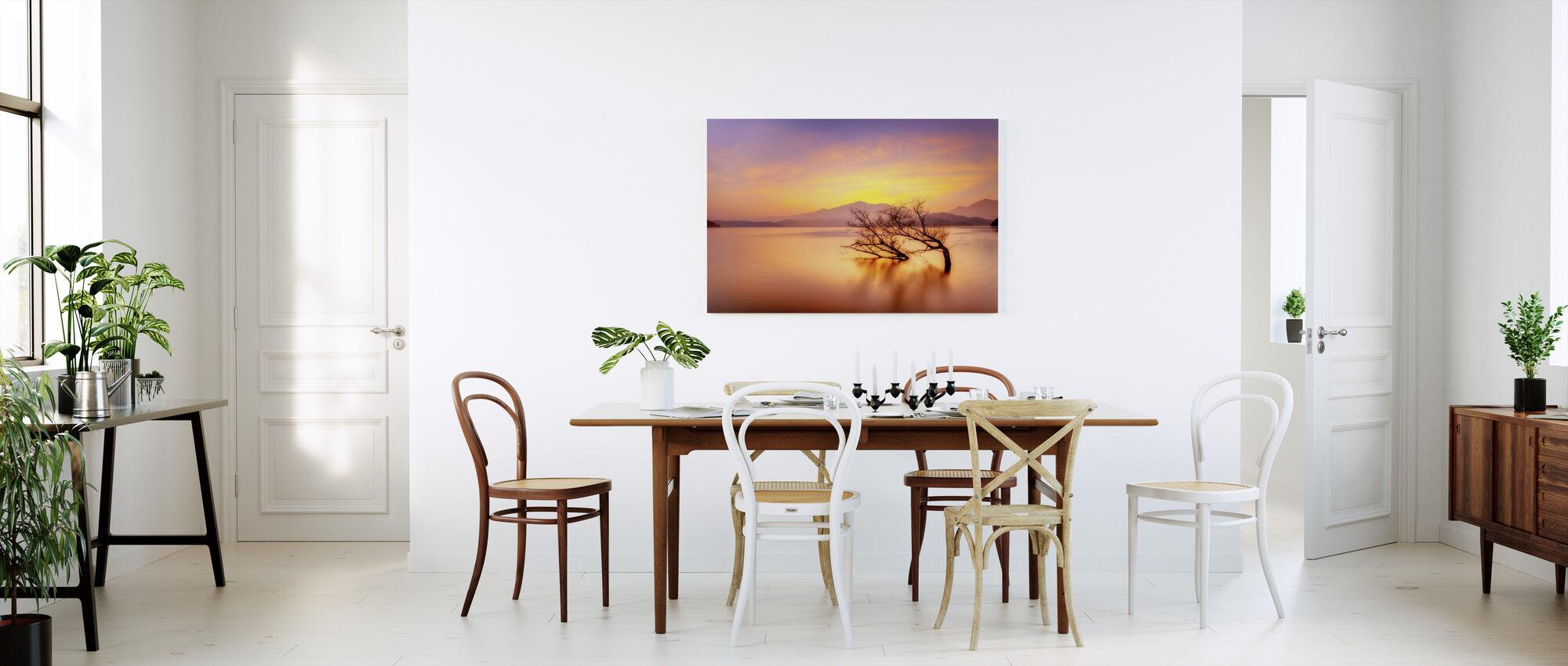 Rosy Sunset järven yli - Canvastaulu - Keittiö