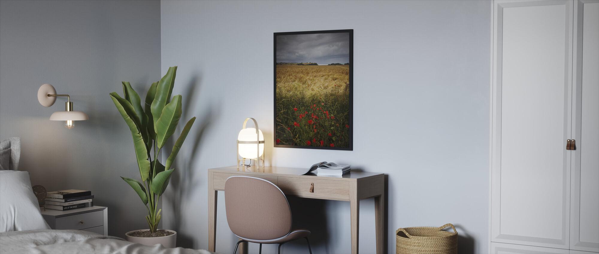 Valmuer og Hay Field - Innrammet bilde - Soverom