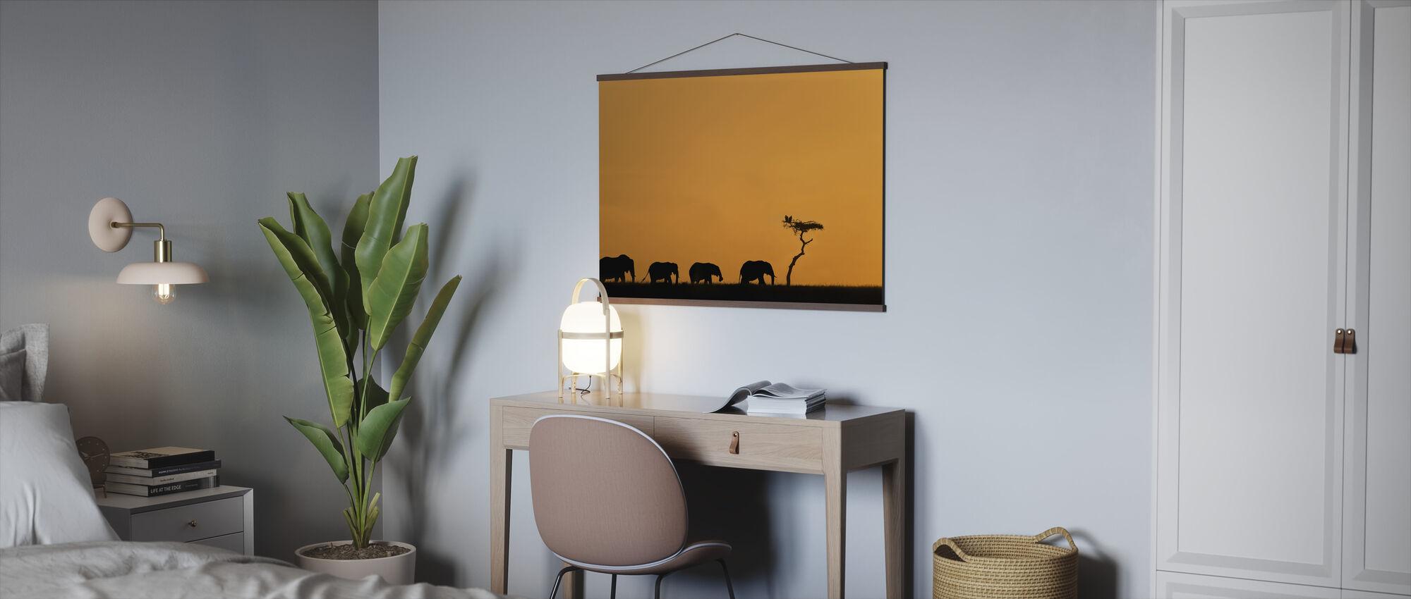 Flokk av elefanter og gribber ved soloppgang - Plakat - Kontor