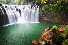 Fototapet - Emerald Green Shifen Waterfall