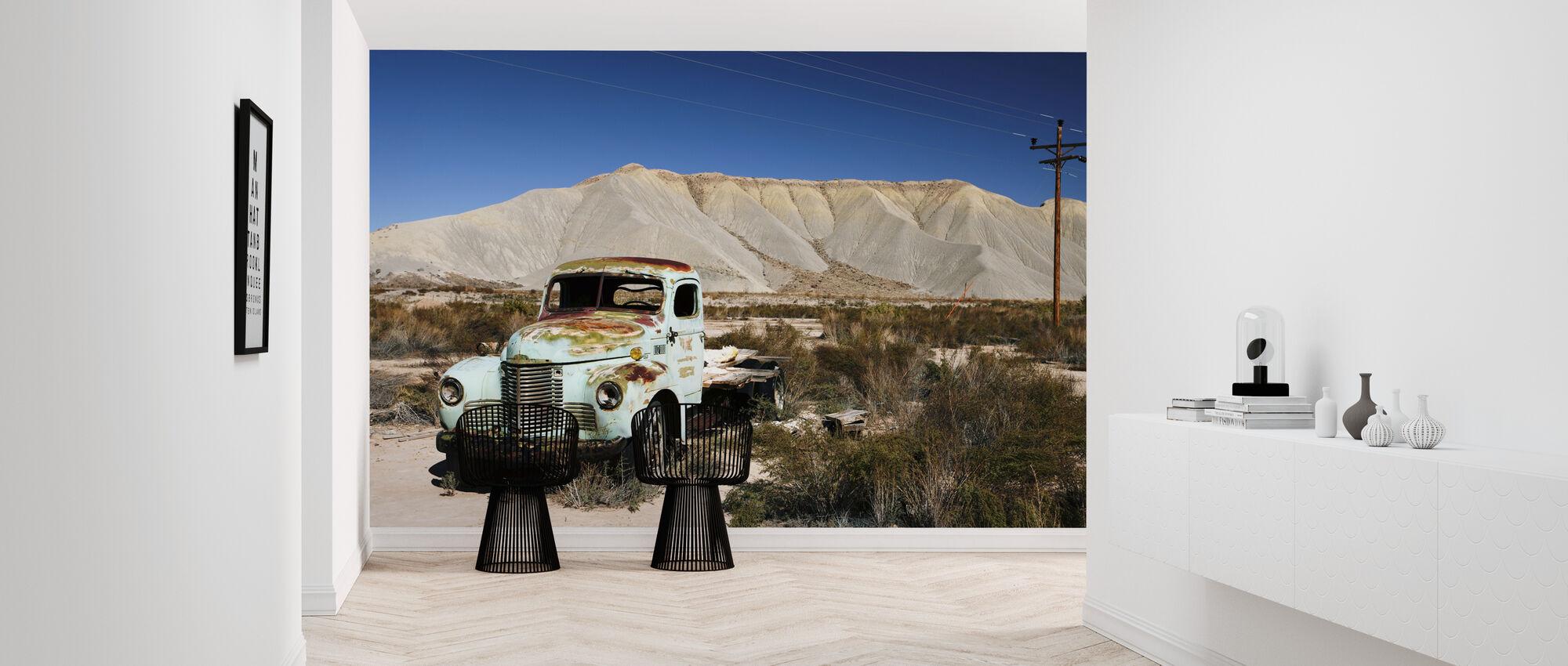 Gamle forladte lastbil i ørkenen - Tapet - Gang