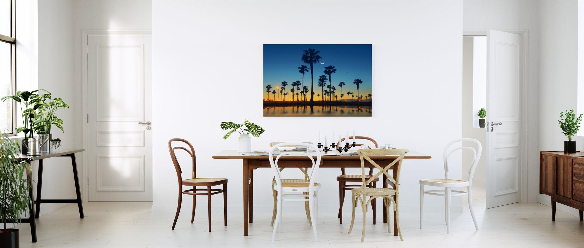 Palmujen rivi - Canvastaulu - Keittiö