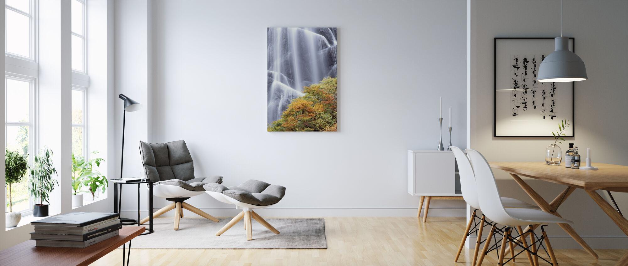 Japanska vattenfall i höst klänning - Canvastavla - Vardagsrum