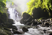 Fototapet - Sunrays over Waterfall
