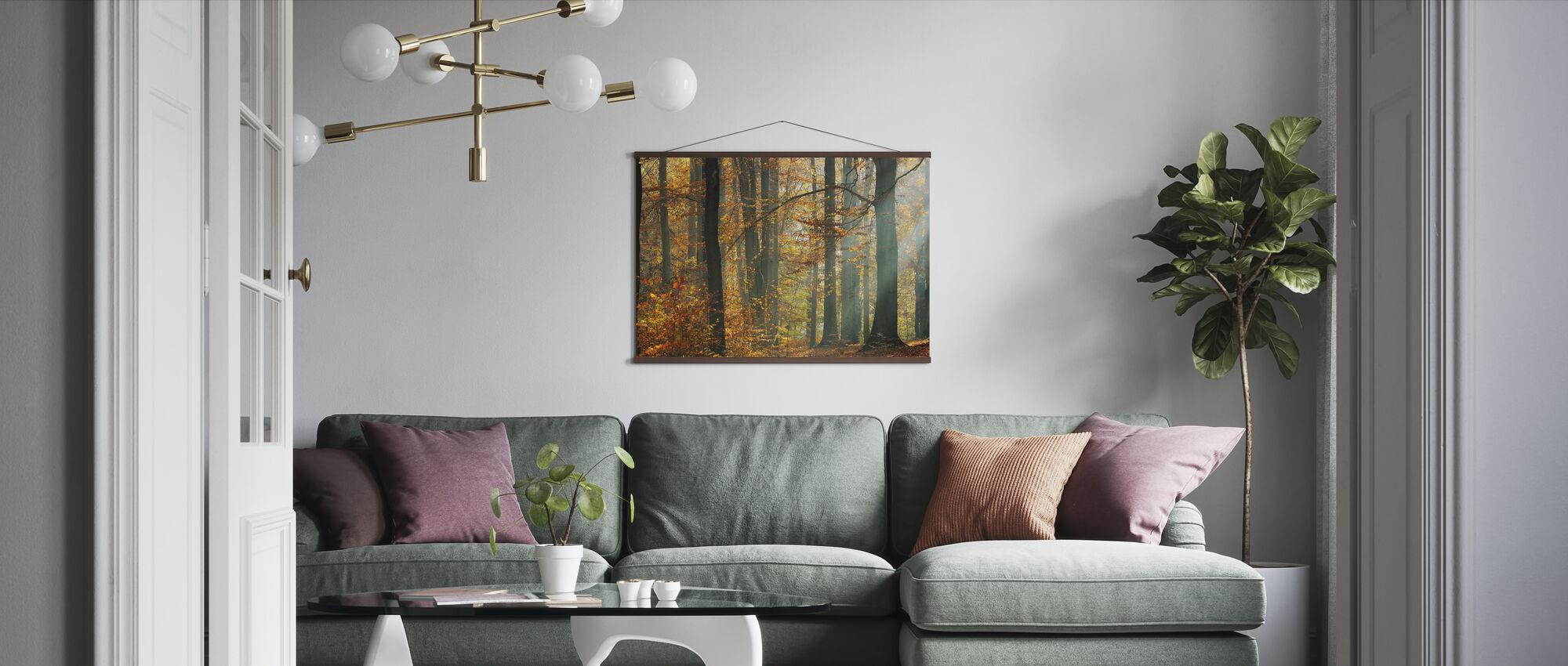 Zonnestralen in een kleurrijk herfstbos - Poster - Woonkamer