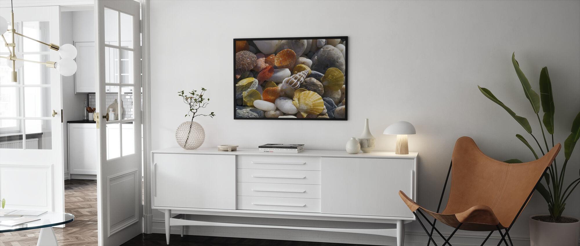 Farverige muslingeskaller og småsten - Indrammet billede - Stue