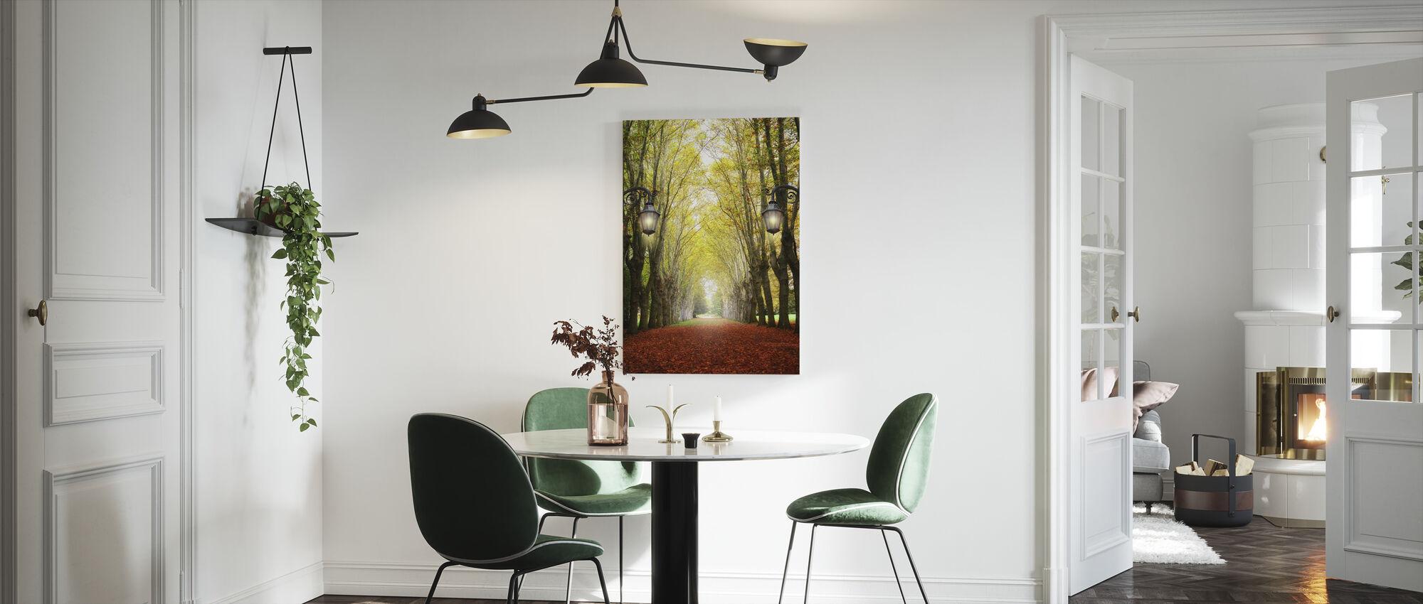 Kujalla puiden kanssa - Canvastaulu - Keittiö