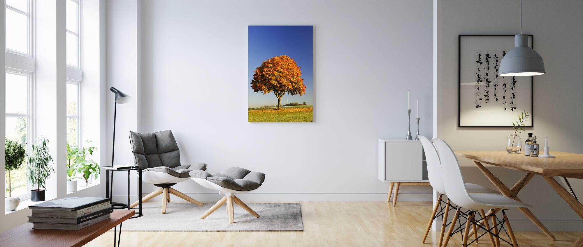 Majesteettinen vaahtera puu - Canvastaulu - Olohuone