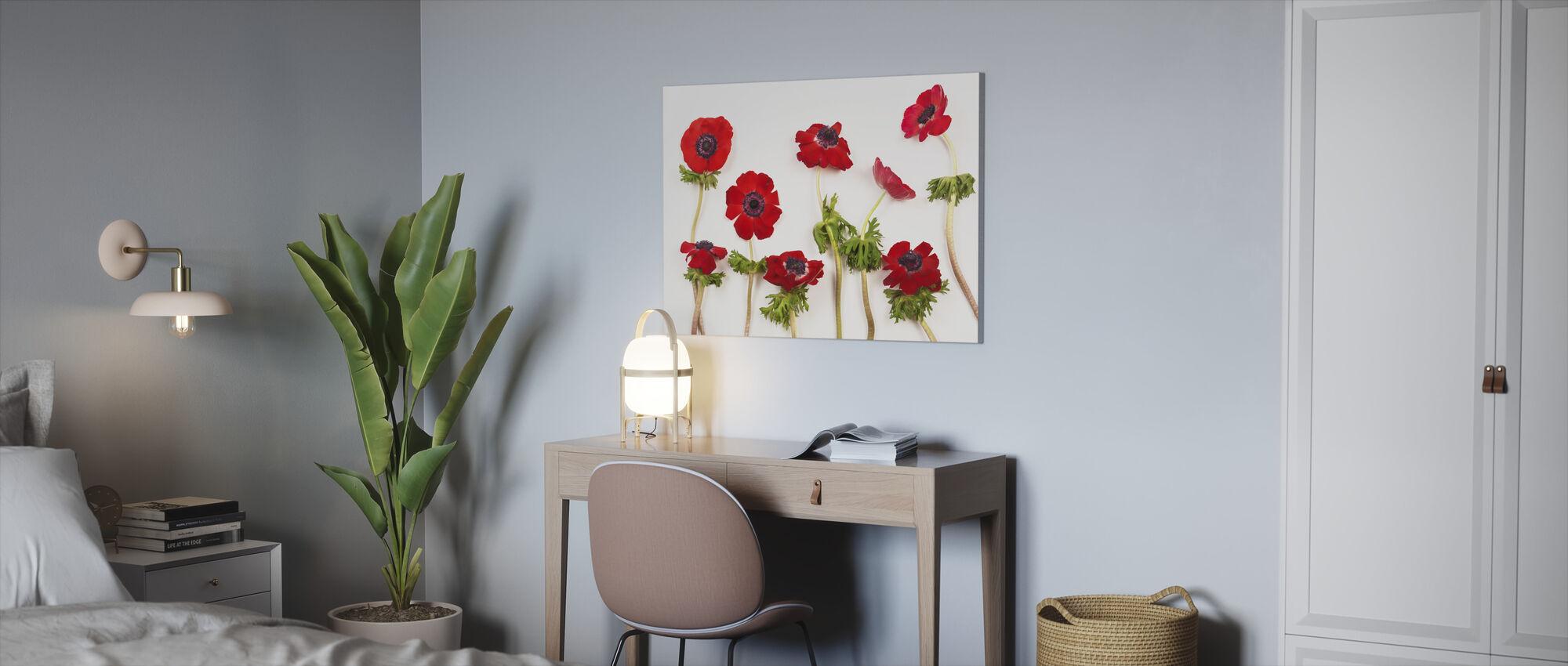 Punainen Anemons - Canvastaulu - Toimisto