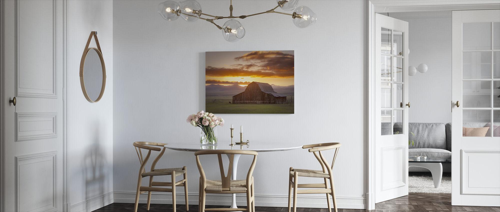 Wet Mountain Barn - Canvas print - Kitchen