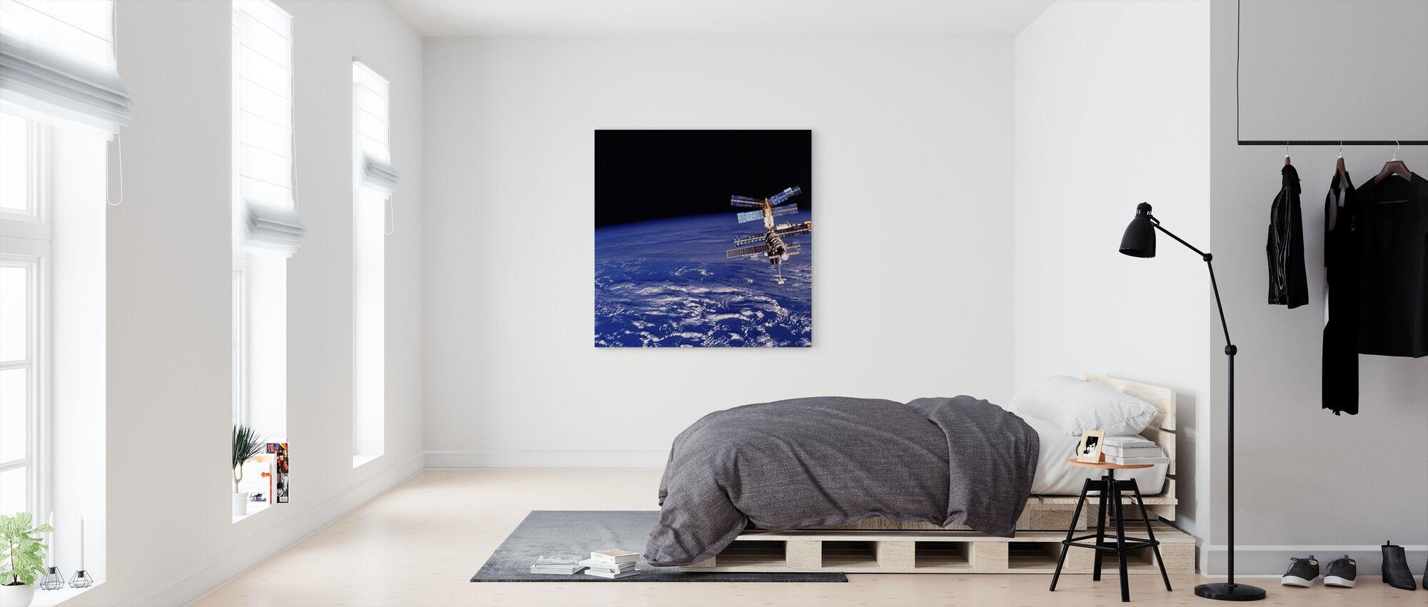 Mir Space Station - Canvas print - Bedroom