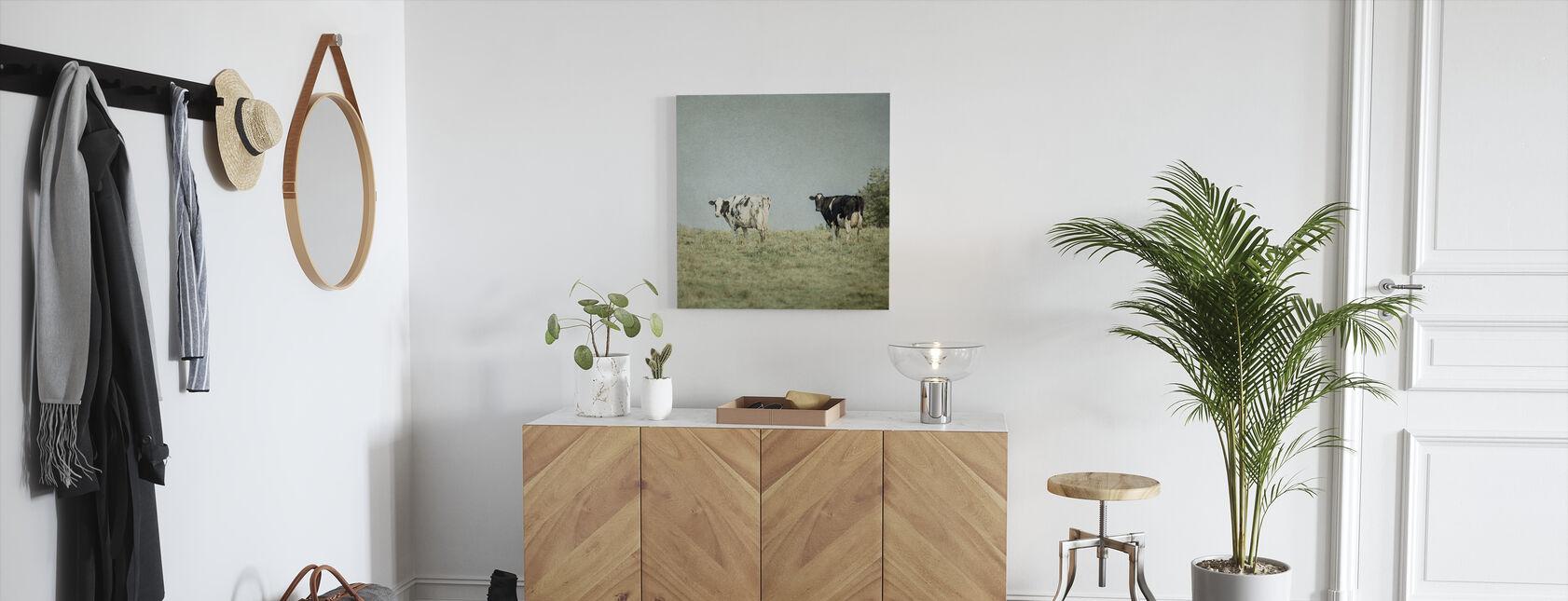 Laiduntavat lehmät - Canvastaulu - Aula