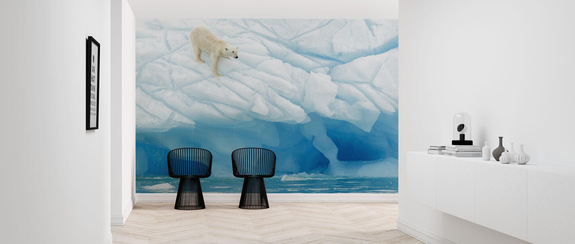 Leaning Polar Bear - Wallpaper - Hallway