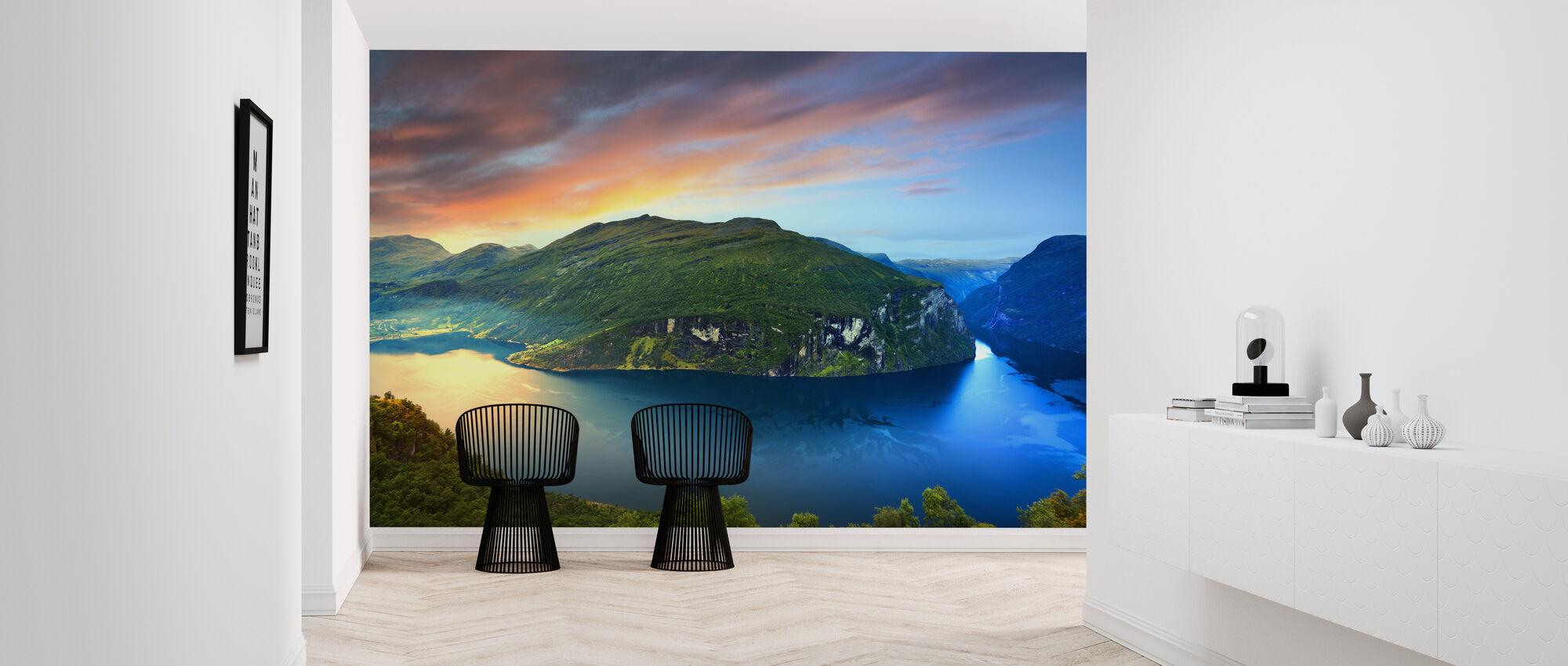 Magisk lys over Geirangerfjorden, Norge - Tapet - Gang