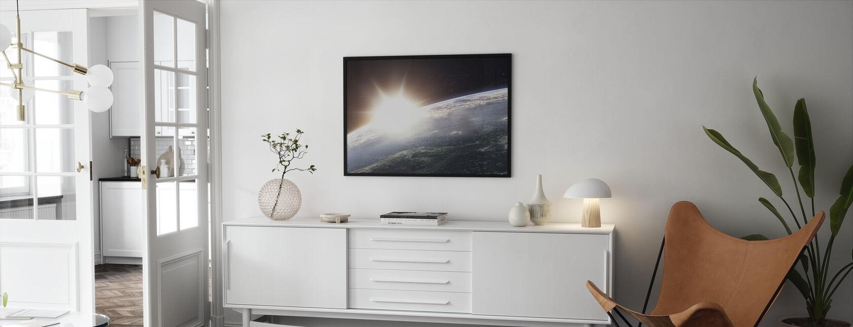 Aurinko yli maan - Kehystetty kuva - Olohuone