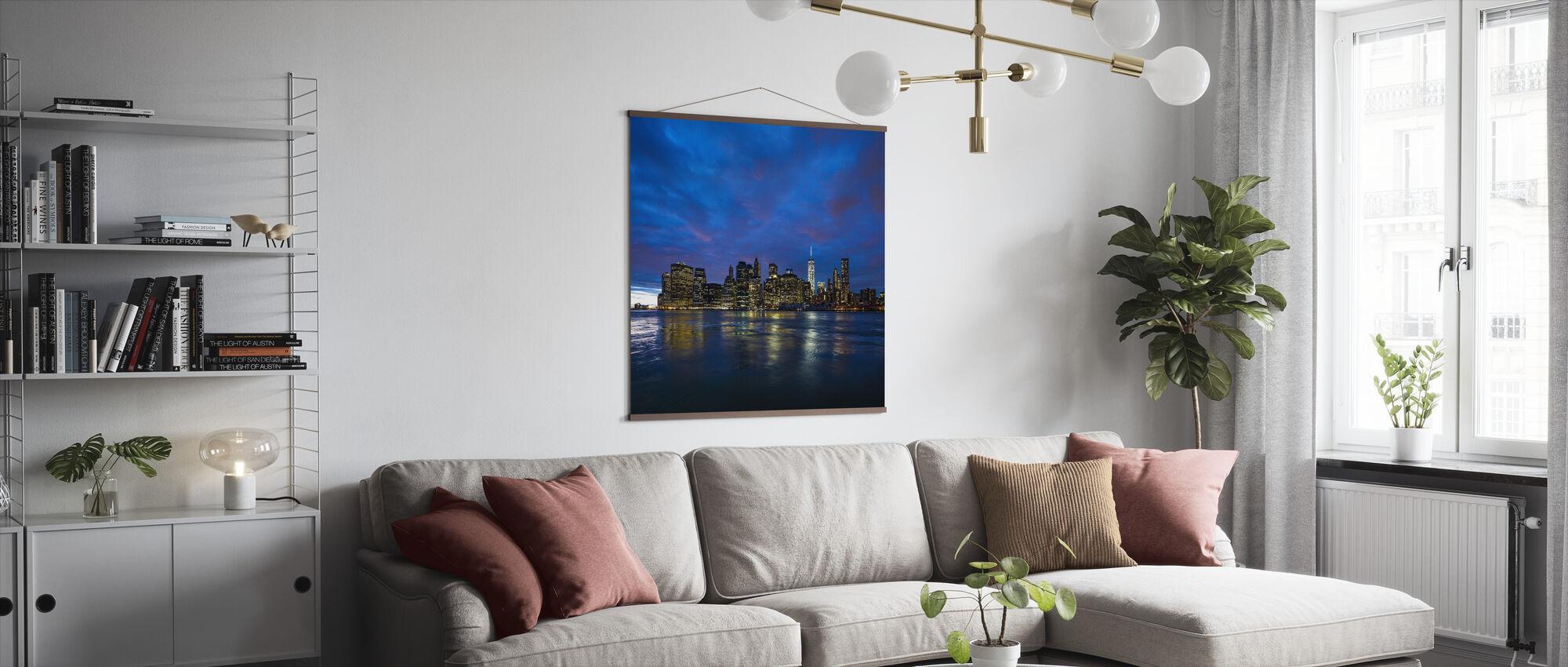 Manhattan Skyline - Blå og Pink Sky - Plakat - Stue