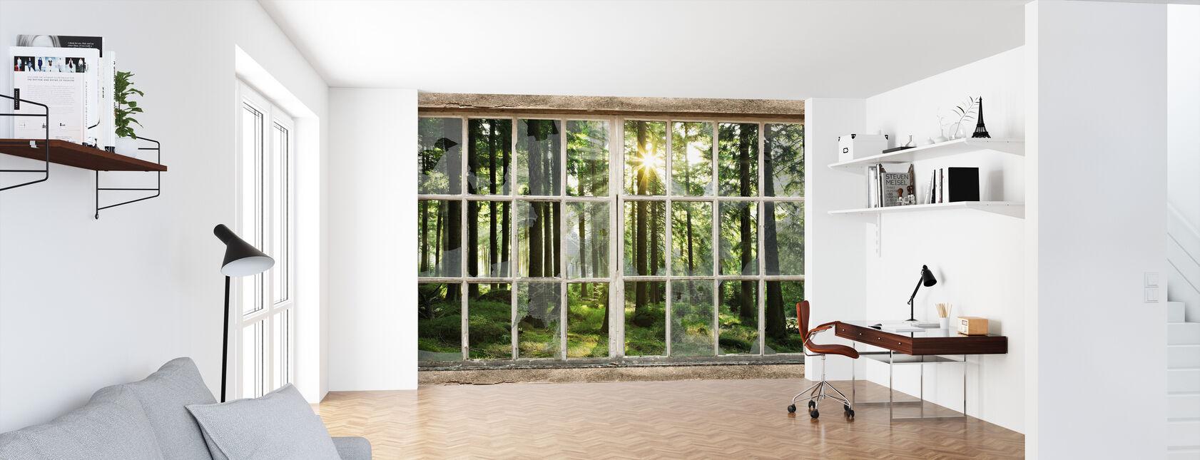 Zonsondergang in bos door gebroken venster - Behang - Kantoor