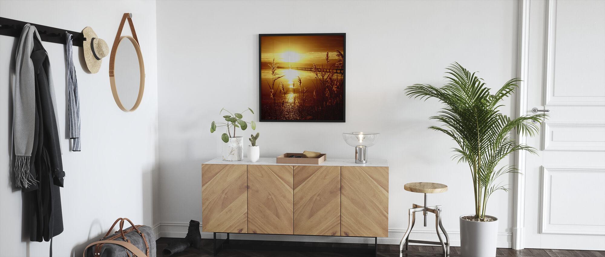 Päivämäärä auringon kanssa - Kehystetty kuva - Aula