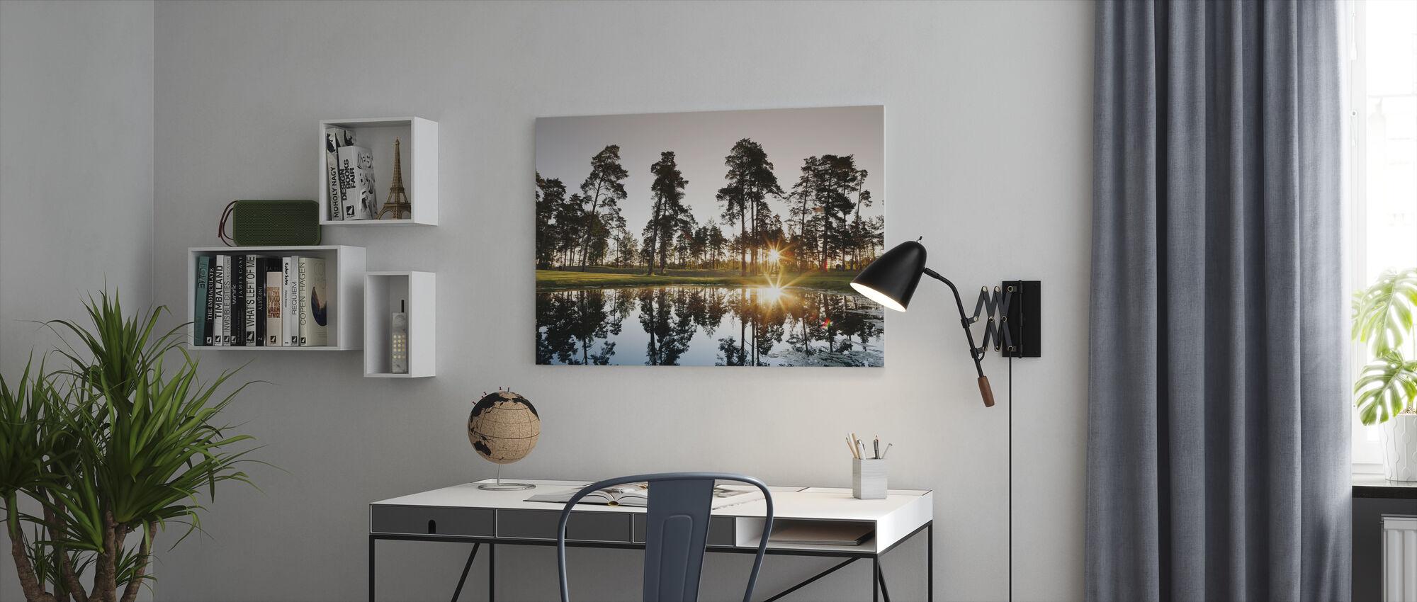 Soloppgang over Drottningholm, Sverige - Lerretsbilde - Kontor