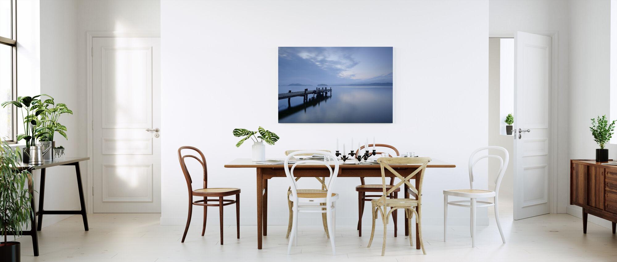 Trebrygge i Still Lake - Lerretsbilde - Kjøkken