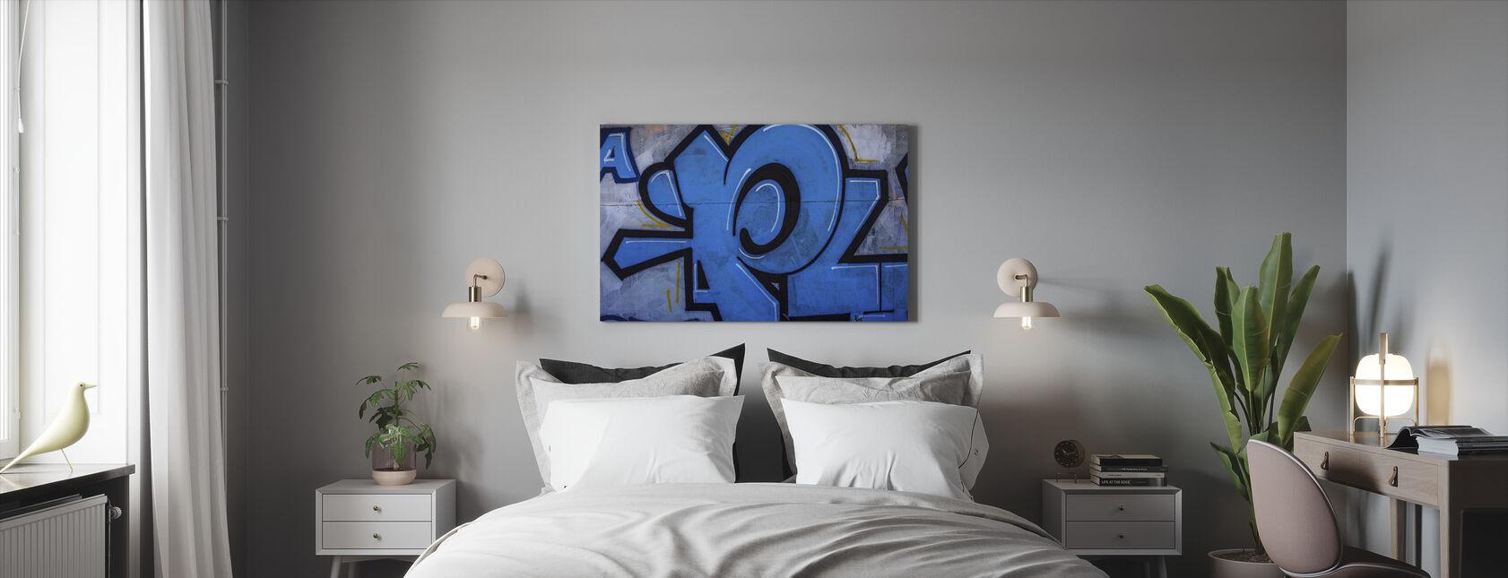 Sininen yksityiskohta graffiti-seinästä - Canvastaulu - Makuuhuone