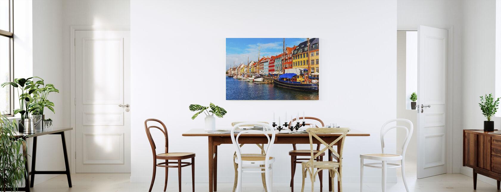 Sommerudsigt over Nyhavn molen - Billede på lærred - Køkken