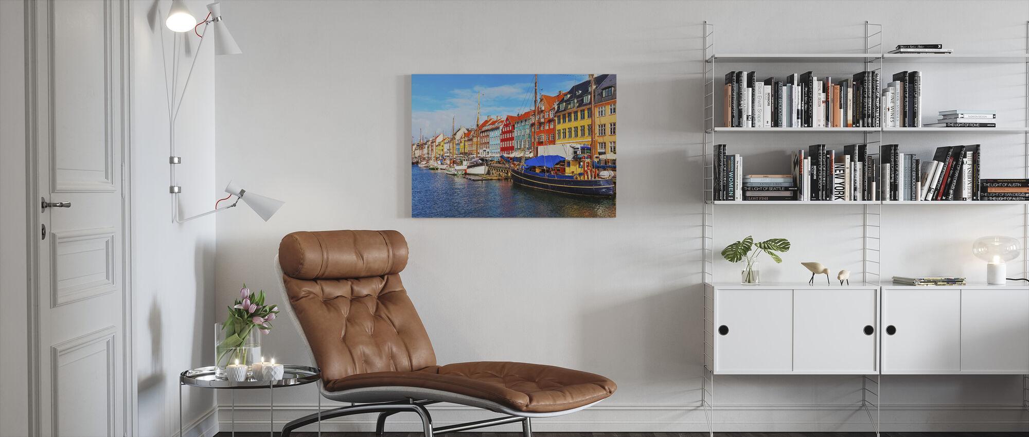 Sommar Vy över Nyhavn Pier - Canvastavla - Vardagsrum