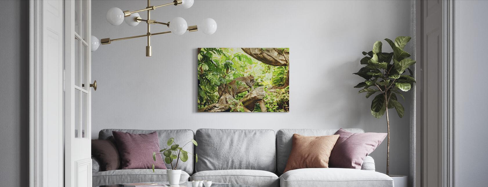 Luipaard dommelen in de jungle - Canvas print - Woonkamer