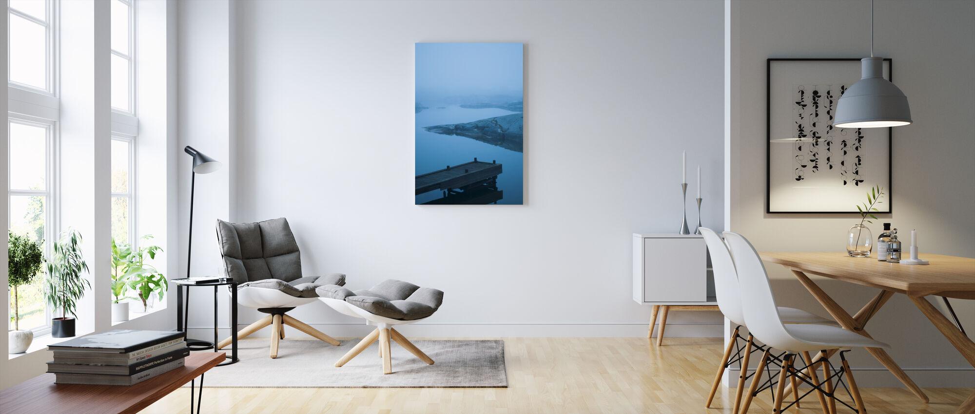 Blå strandpromenad i Uppland, Sverige, Europa - Canvastavla - Vardagsrum