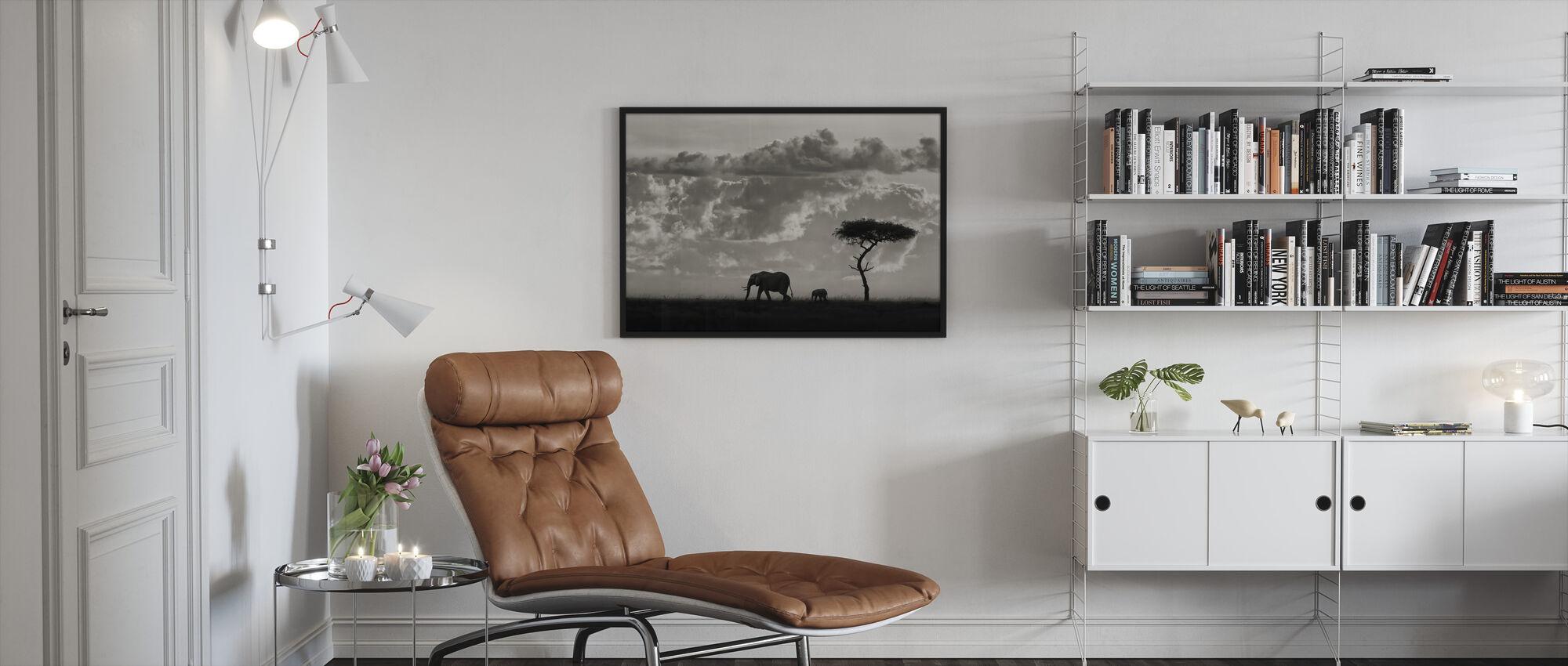 Silhuetter av Mara, svart och vitt - Inramad tavla - Vardagsrum