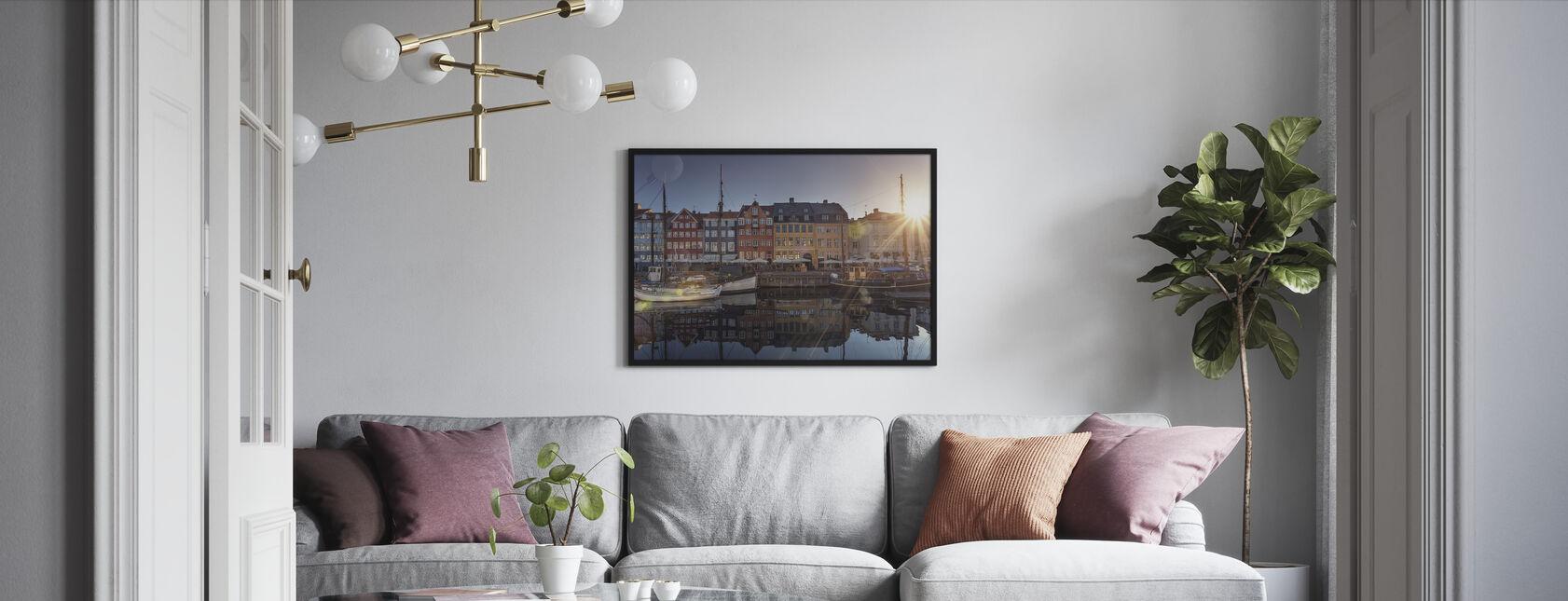 Solnedgang i Nyhavn, København, Danmark - Indrammet billede - Stue