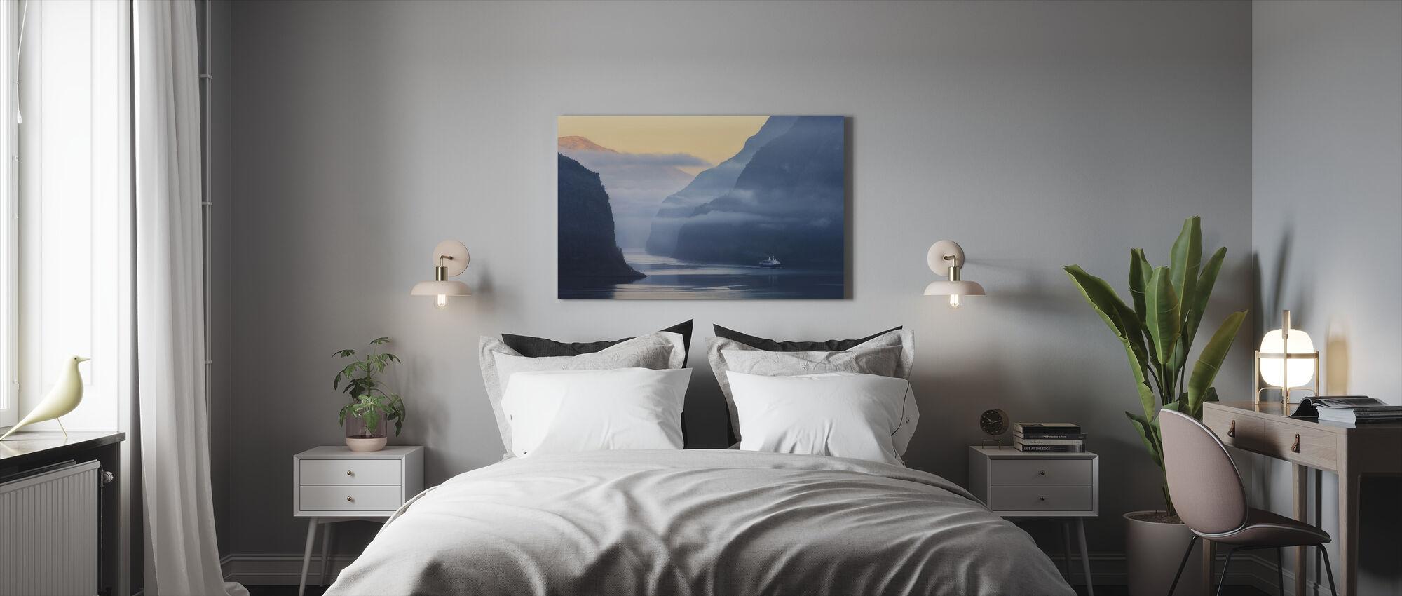 Norsk fjord i tåge - Billede på lærred - Soveværelse