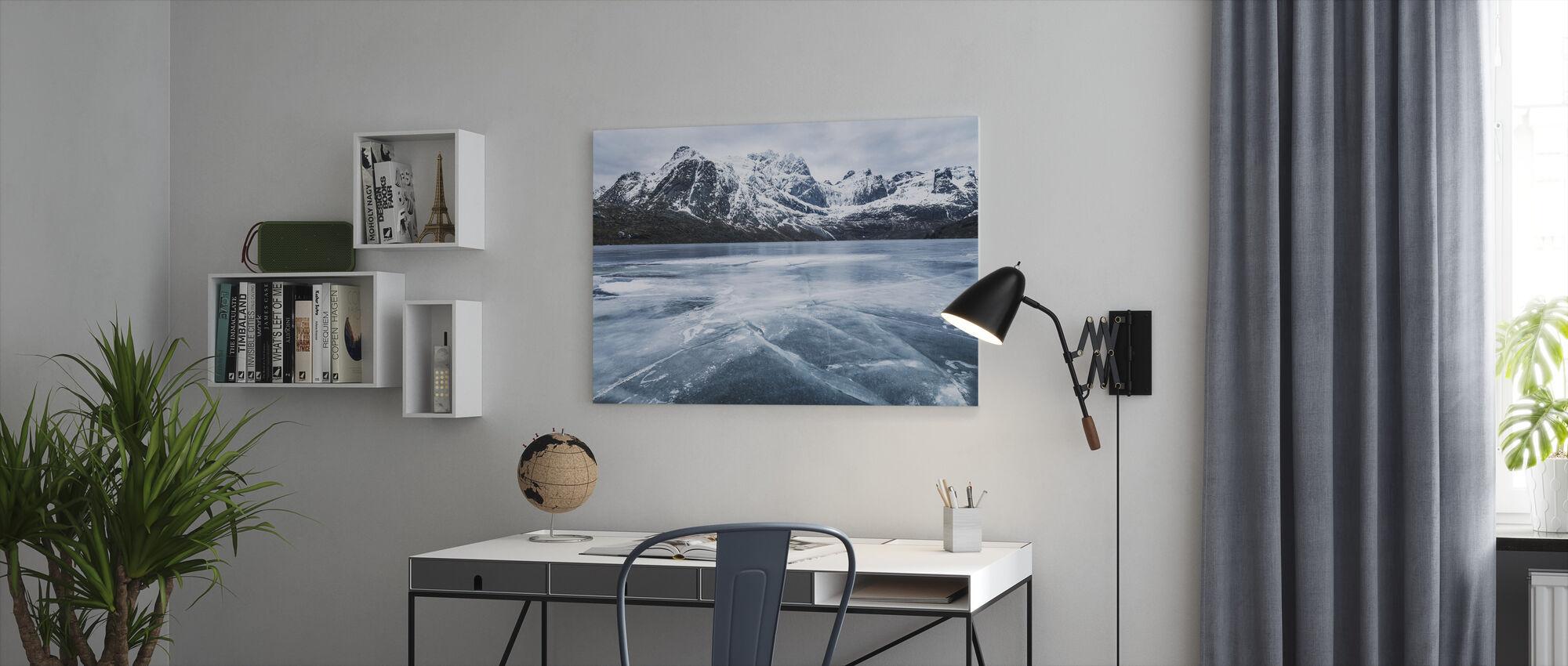 Acqua congelata e catena montuosa - Stampa su tela - Uffici