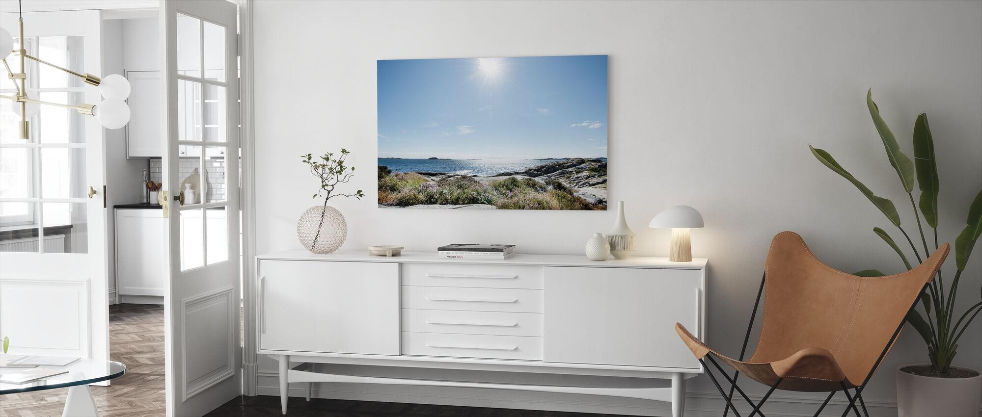 Meri kirkkaassa auringonvalossa, Etelä-Norja - Canvastaulu - Olohuone