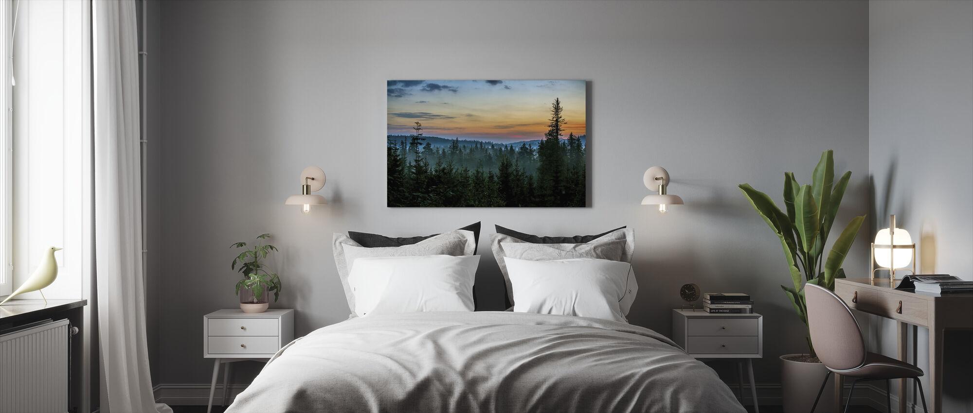 Wczesny poranek w lesie jodłowym - Obraz na płótnie - Sypialnia