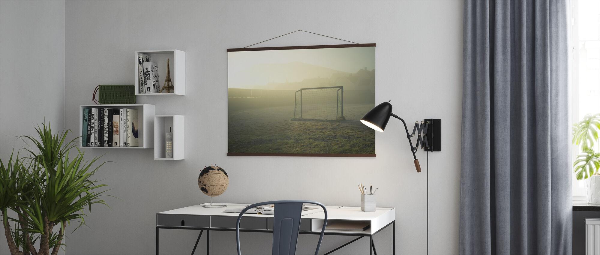 Voetbalveld in zonlicht - Poster - Kantoor