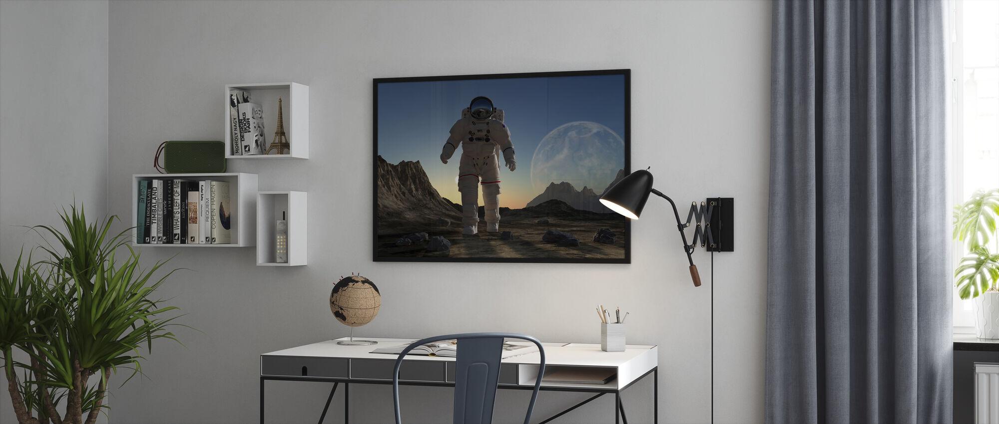 Astronaut i rummet Sunset - Indrammet billede - Kontor