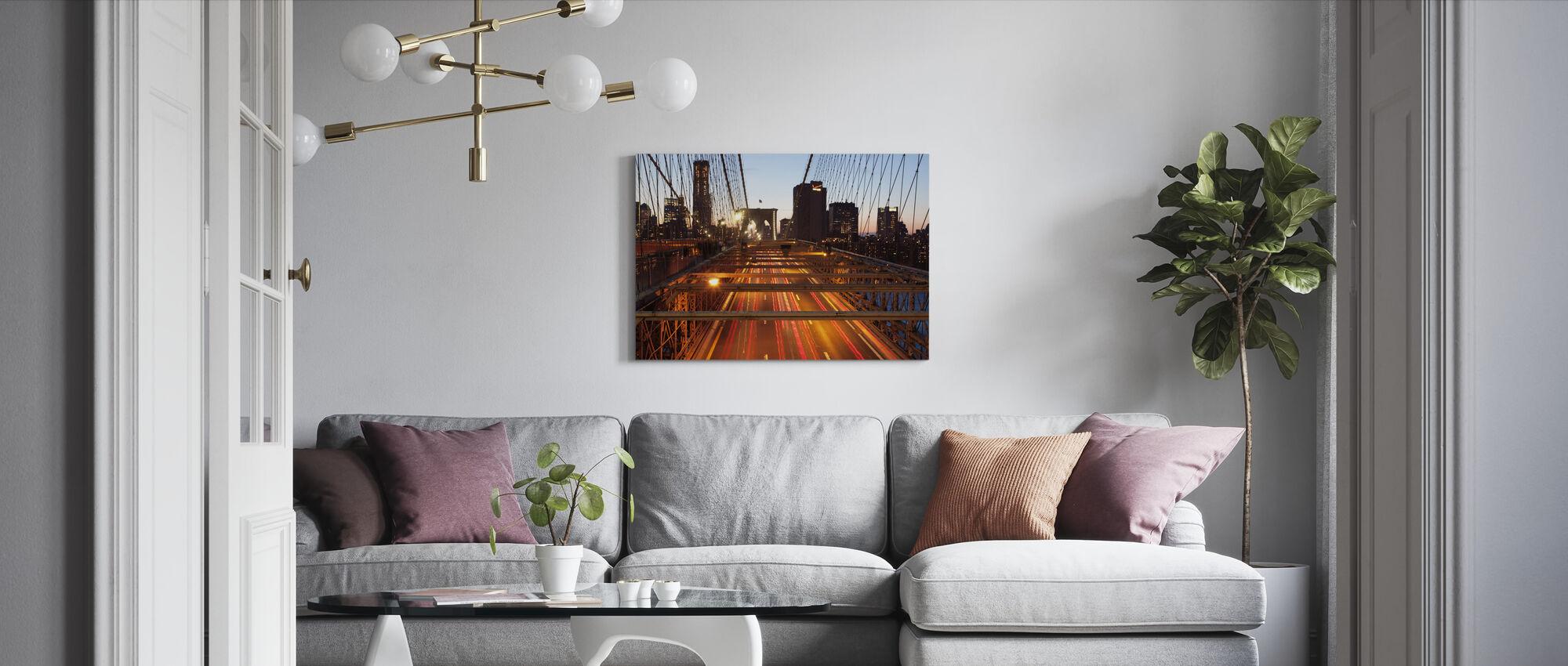På toppen av Brooklyn Bridge, New York - Lerretsbilde - Stue