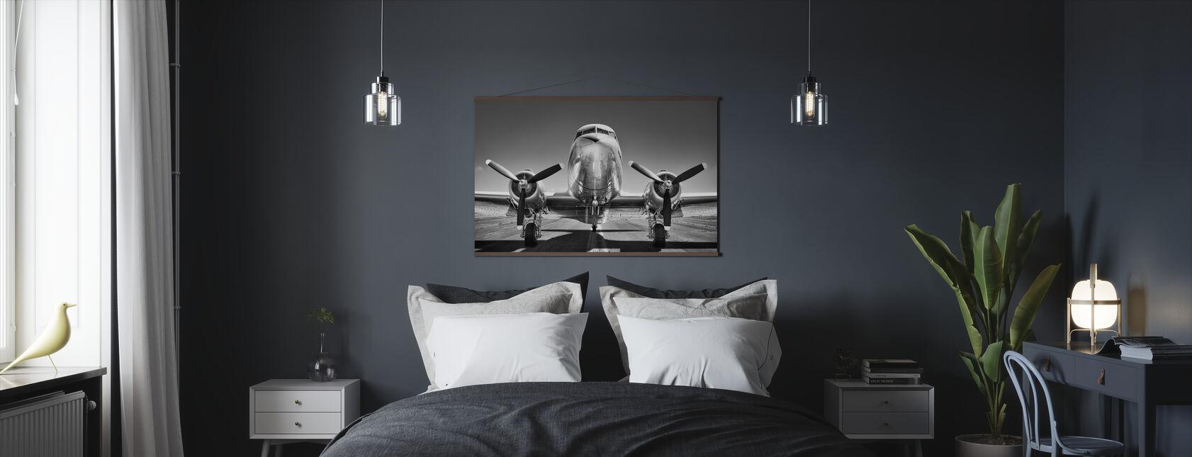 Vintage Vliegtuig op een landingsbaan, zwart-wit - Poster - Slaapkamer