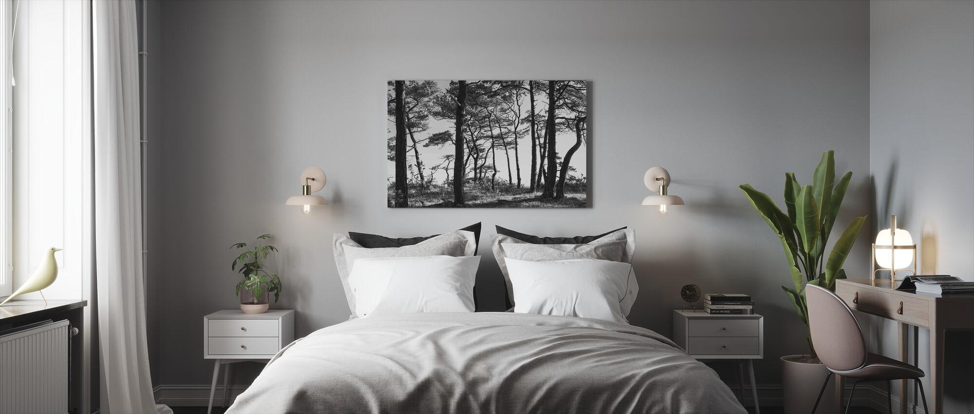 Musta mäntymetsä, musta ja valkoinen - Canvastaulu - Makuuhuone