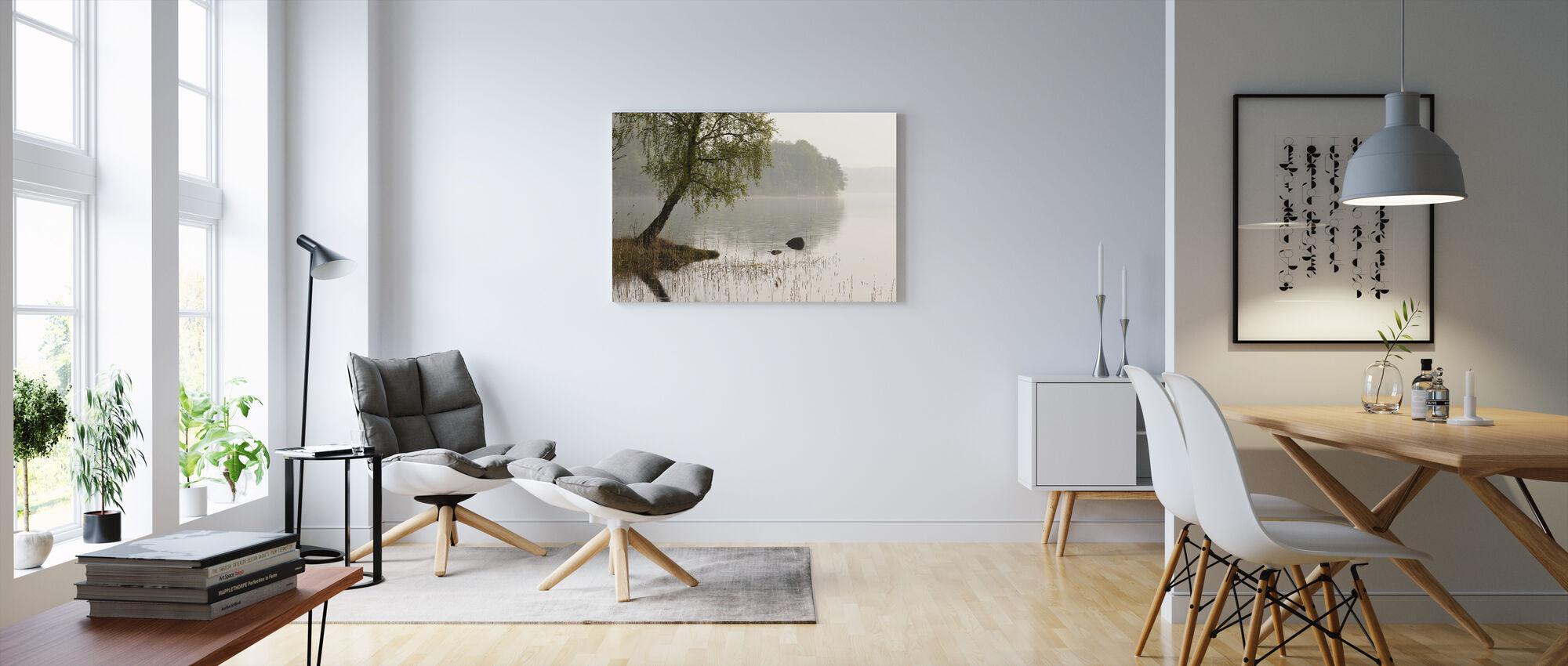 Puu Ruotsin järvellä - Canvastaulu - Olohuone