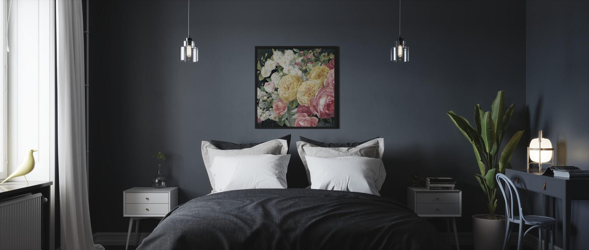 Antikke roser på sort - Innrammet bilde - Soverom