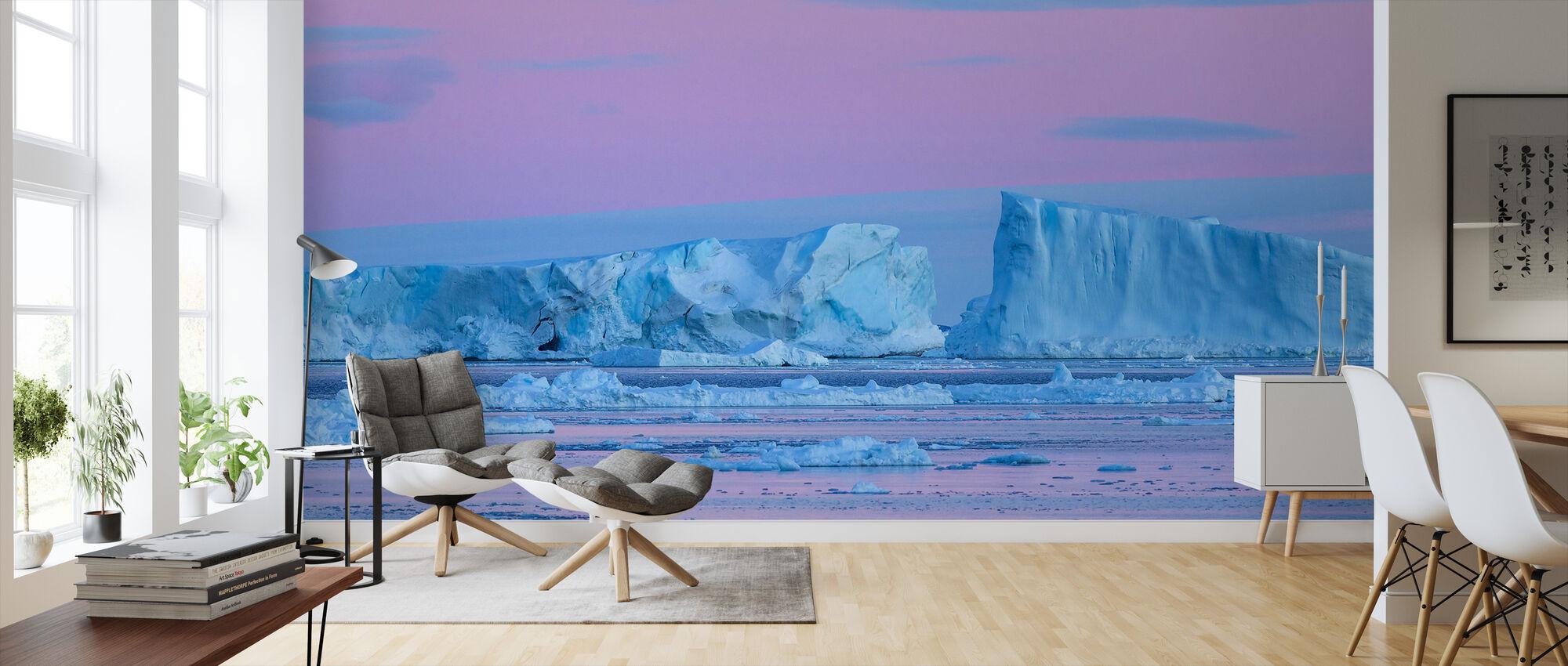 Iceberg al amanecer en primavera, Antártida - Papel pintado - Salón