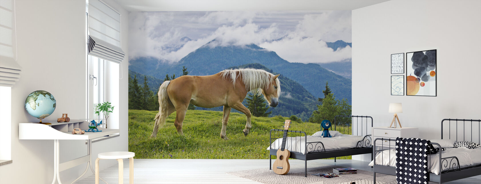 Jonge Haflinger hengst in Alpine Meadow - Behang - Kinderkamer
