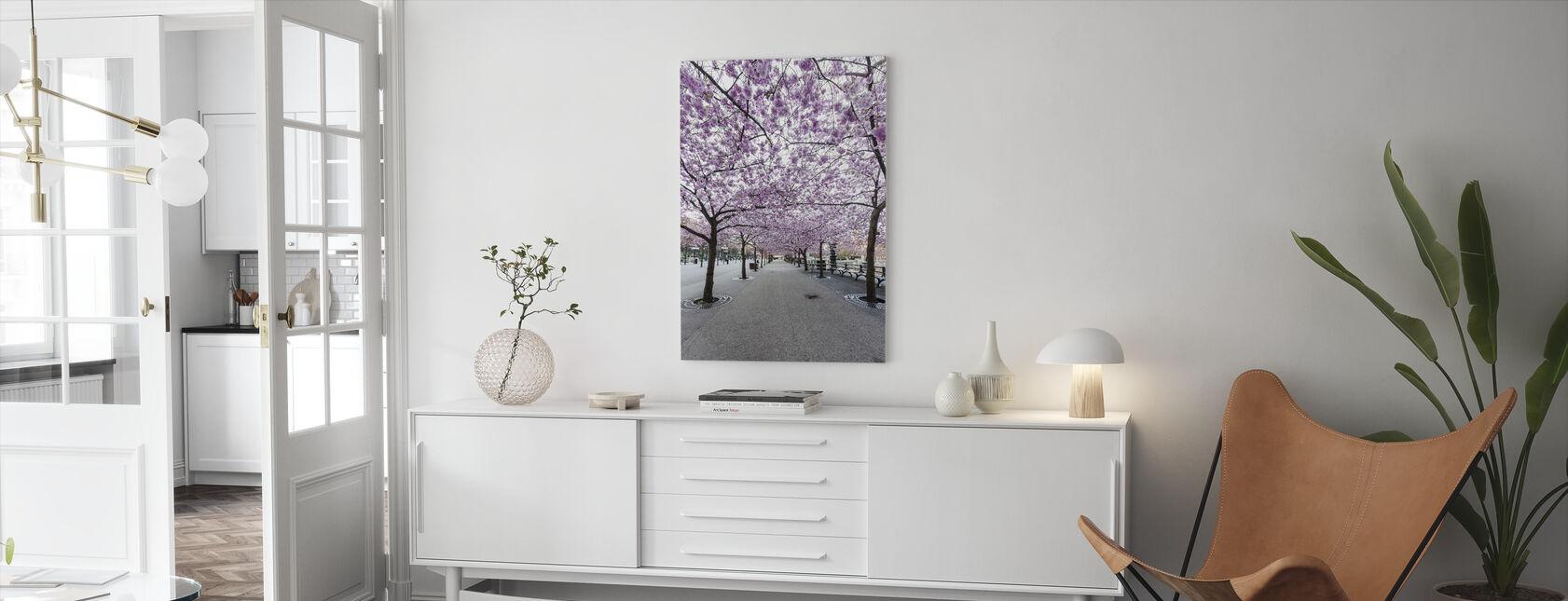 Kirsebærtræ blomstrer - Billede på lærred - Stue
