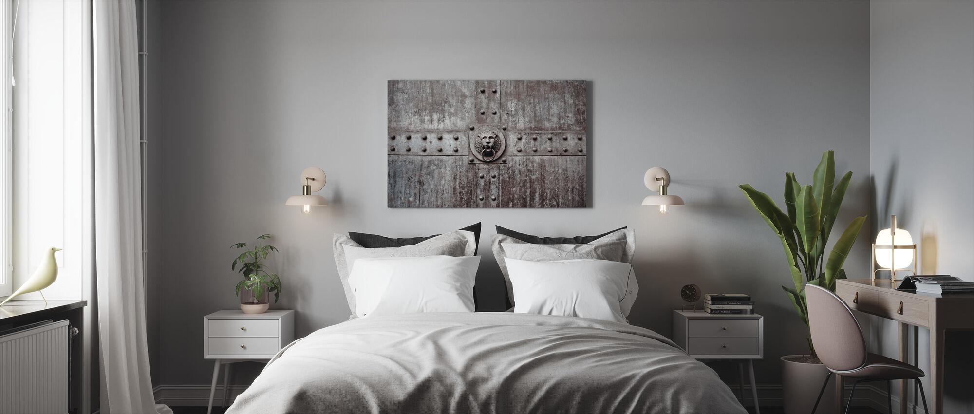 Ovenkolkutin - Canvastaulu - Makuuhuone